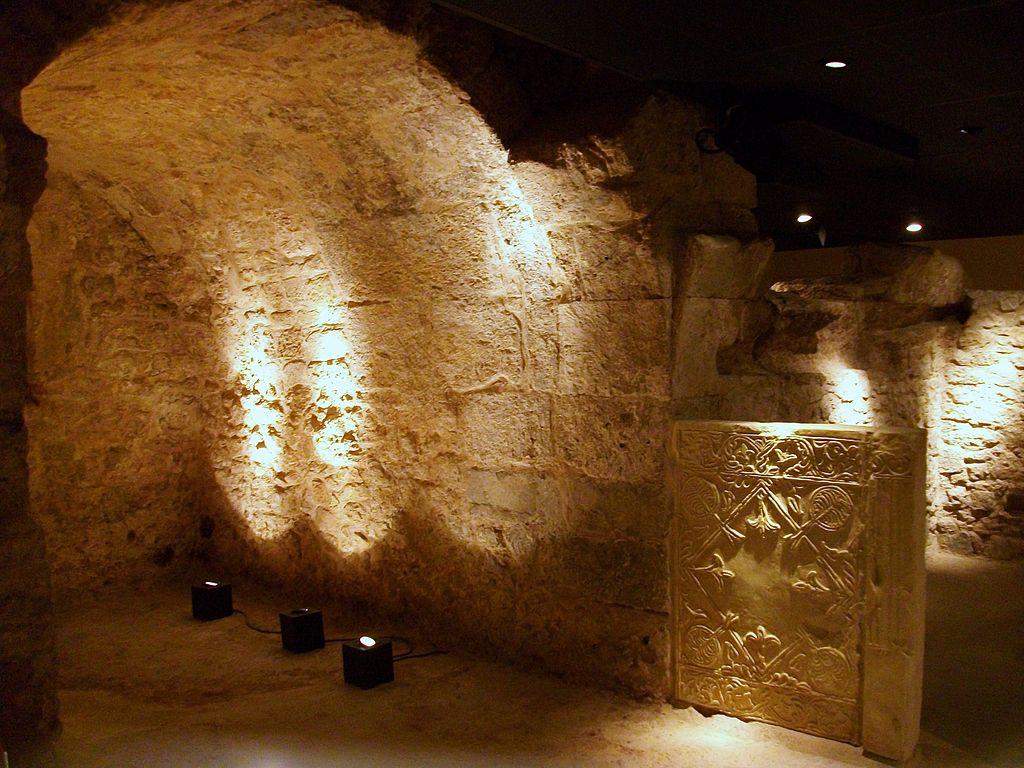 1024px-Creuer_de_la_capella_funerària_de_la_cripta_arqueològica_de_la_presó_de_Sant_Vicent_Màrtir_(València)