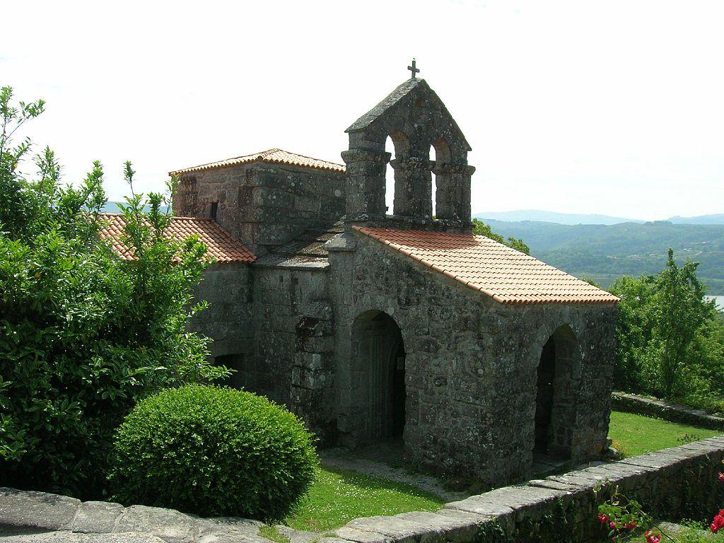1024px-Iglesia_de_Santa_Comba_de_Bande4