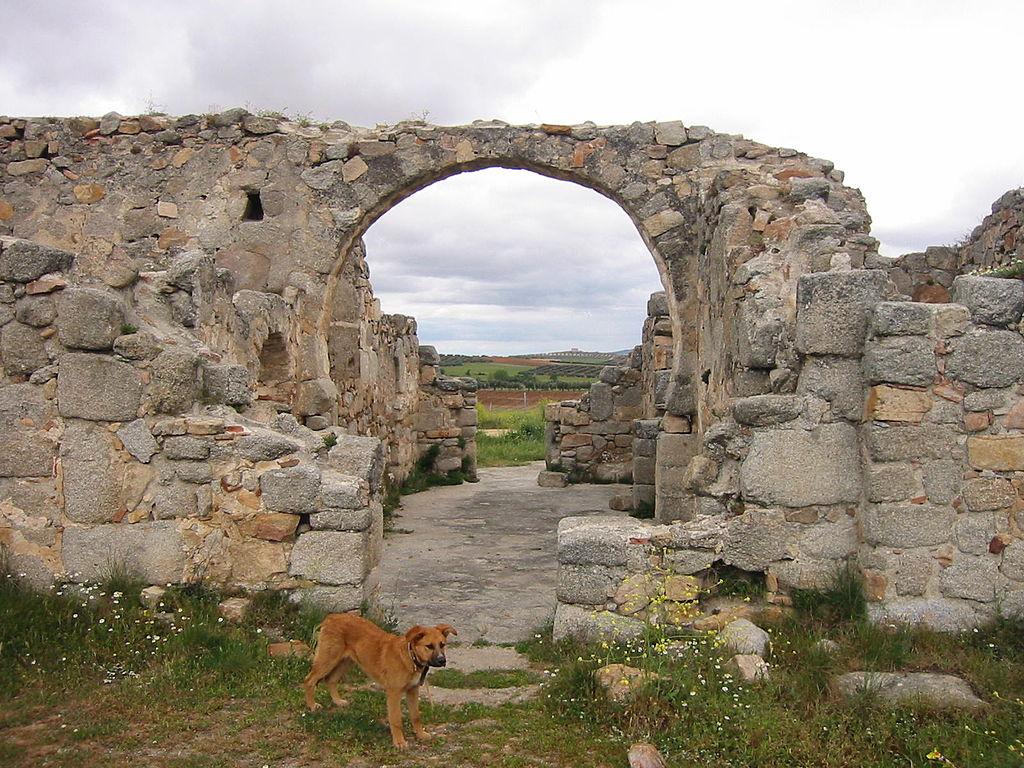 1024px-Iglesia_Visigoda_de_San_Pedro_de_la_Mata(Casalgordo)_03