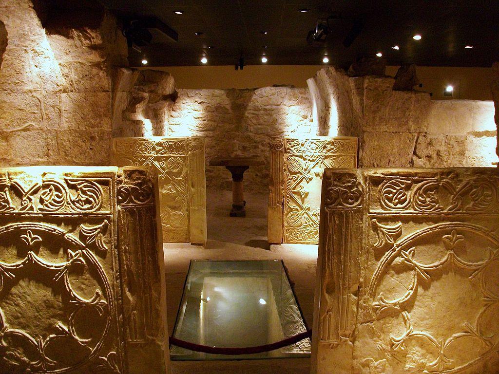 1024px-Interior_de_la_cripta_arqueològica_de_la_presó_de_sant_Vicent_Màrtir,_València