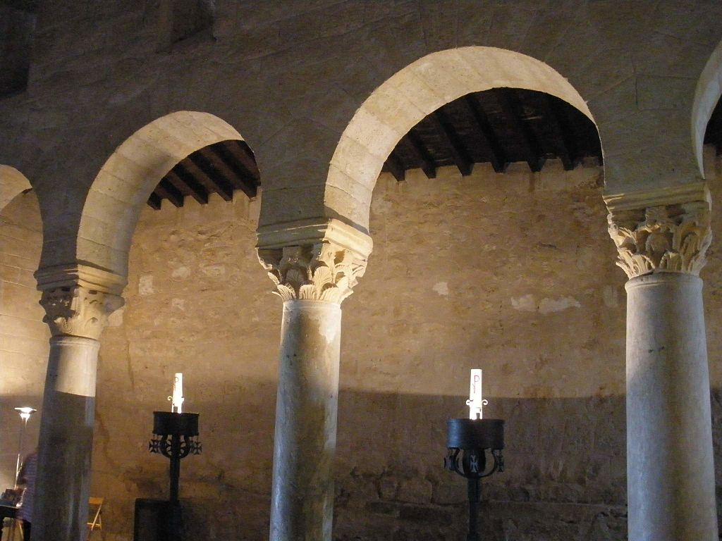 Baños_de_Cerrato_-_Basílica_de_San_Juan_de_Baños,_interior_03