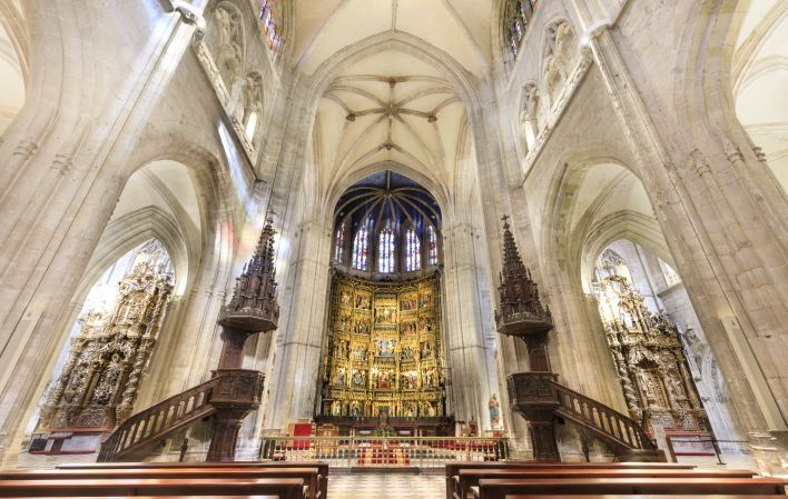 La imagen tiene un atributo ALT vacío; su nombre de archivo es catedral-de-san-salvador-de-oviedo_2-1.jpg